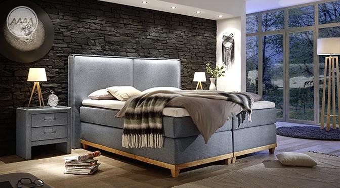 Eleganckie łóżko z elementami w kolorze drewna